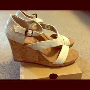 New In Box Toms Wedges